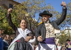 男人和妇女跳舞在巴伦西亚,西班牙 图库摄影