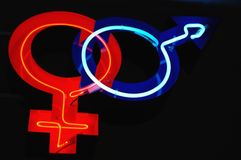 男人和妇女霓虹灯广告 免版税图库摄影