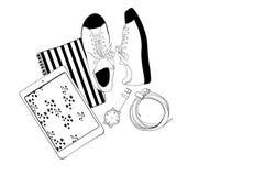 男人或妇女背景的例证博客作者的 运动鞋、片剂、笔记本、手表和传送带平的位置样式  免版税库存照片