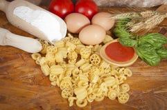 男低音contenuto低意大利面食proteico蛋白质 库存图片