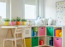 男女皆宜的孩子室设计 图库摄影