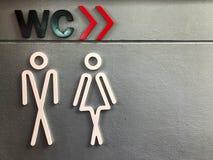 男女皆宜的标志对于洗手间信息 免版税库存图片