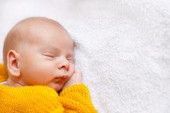 男婴作梦新出生 免版税库存图片