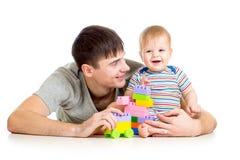 男婴和父亲一起使用 免版税图库摄影