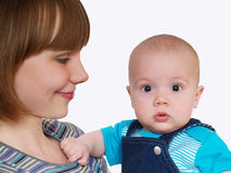 男婴愉快的母亲照片 免版税库存图片