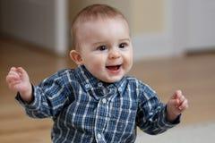 男婴手指攫取 免版税库存照片