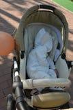 男婴画象1岁睡觉 库存图片