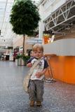 男婴白种人购物中心结构 免版税库存照片