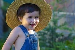 男婴花匠一点嬉戏微笑 库存图片