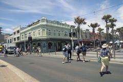 男子气概, AUSTRALIA-DEC第16 :对的行人交叉路从b 免版税库存图片