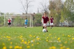 男孩一点使用的足球 库存照片