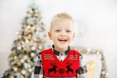 男孩一点微笑 概念愉快的圣诞节,新年,冬天, Ho 库存图片