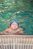 男孩一点池游泳 图库摄影