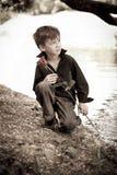 男孩与在他的现有量起来了 免版税库存图片