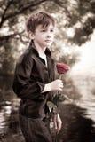 男孩与在他的现有量起来了 免版税库存照片