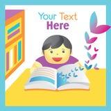 男孩与想象力的阅读书 免版税库存图片
