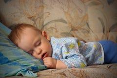 男孩休眠的一点 免版税库存照片