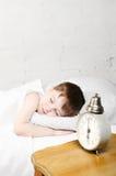 男孩休眠 免版税图库摄影