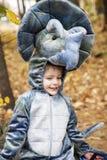 男孩佩带的恐龙服装 免版税库存图片