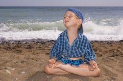 男孩信奉瑜伽者 图库摄影