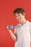 男孩健身重量 免版税库存图片