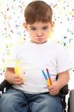 男孩儿童油漆轮椅 免版税库存照片