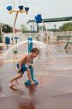 男孩公园水年轻人 库存图片