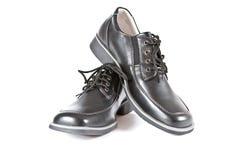 男孩准备学校鞋子 免版税库存照片