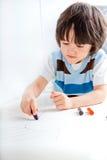 男孩创造性的小孩 免版税库存照片