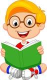 年轻男孩动画片阅读书 免版税库存照片