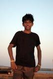 男孩印地安人streetside 免版税图库摄影