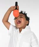 男孩印第安唱歌歌曲 免版税图库摄影