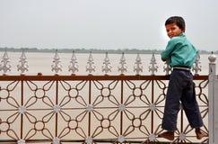 男孩印第安贫寒 免版税库存图片