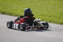 男孩去赛跑年轻人的kart 免版税图库摄影