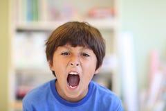 年轻男孩叫喊 免版税库存照片
