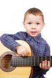 男孩吉他弹奏者 免版税库存照片
