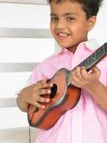 男孩吉他 免版税库存图片