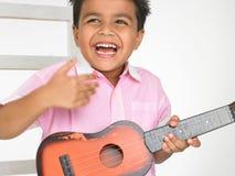 男孩吉他 图库摄影