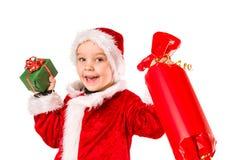 男孩和圣诞节礼物 免版税库存照片