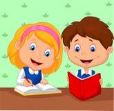 男孩和女孩一起学习 免版税库存图片