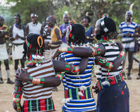 男孩和女孩传统evangaty仪式的 图尔米,埃塞俄比亚 免版税库存照片