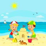 男孩和女孩修造沙子城堡 向量例证