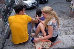 年轻男孩和女孩在罗马 免版税库存照片