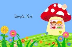 男孩和女孩在蘑菇房子里 图库摄影