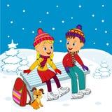 男孩和女孩坐在滑冰的一条长凳 库存图片