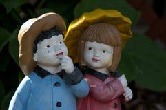 男孩和女孩小雕象 免版税图库摄影