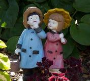 男孩和女孩小雕象 图库摄影