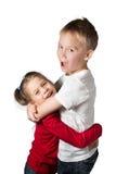 男孩和女孩拥抱 免版税图库摄影