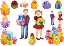 男孩和女孩有礼物的在他们的手上 免版税库存照片