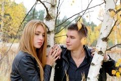 男孩和女孩桦树的 图库摄影